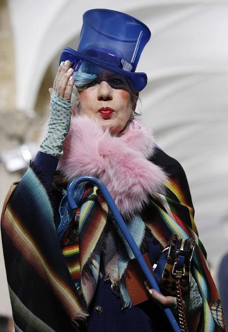 Anna Piaggi podczas pokazu Missoni (wiosna/lato 2011)