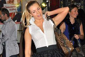 Tancerka Izabela Janachowska, na premierze filmu Śniadanie do łóżka pojawiła się co prawda bez Pawła Stalińskiego, ale za to z wielką torbą Gucci na ramieniu. Swoją drogą lans na torbę, jest na salonach coraz popularniejszy. Im mniejsza gwiazda tym większa torba i wyraźniejsze logo.