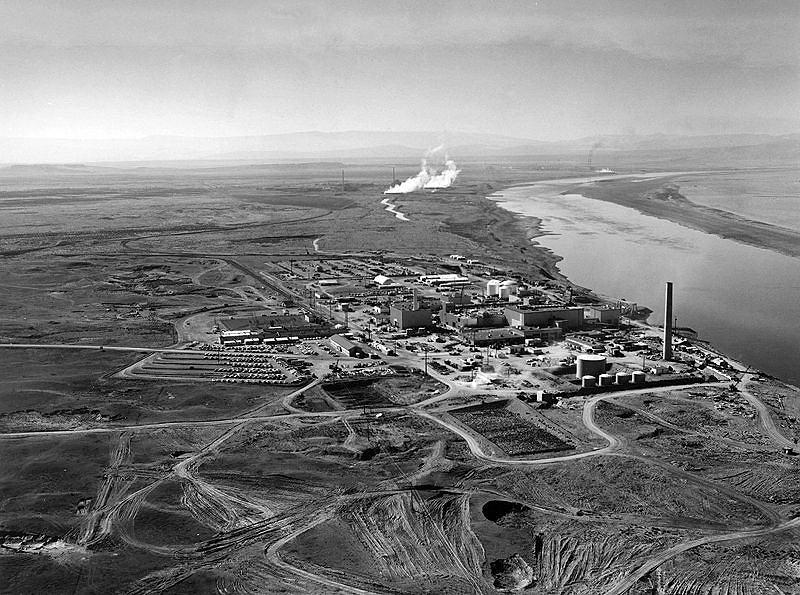 Reaktor N w zakładach jądrowych w Hanford.