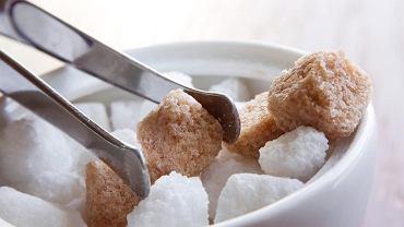 W większości przypadków chorzy na cukrzycę muszą stale kontrolować poziom cukru we krwi i dobrze poznać reakcje swojego organizmu na różne pokarmy. Pomagają w tym regularne pomiary stężenia glukozy i prowadzenie zapisów diety