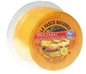 hiszpańskie specjały - ser Idiazábal robiony wyłącznie z mleka owiec odmiany Lacha (Latxa) i Carranzana