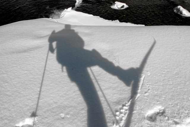 07.03.2010 BIELICE , ZIMA W DOLINIE BIALEJ LADECKIEJ W GORACH BIALSKICH . NARTY .  FOT. MACIEJ SWIERCZYNSKI / AGENCJA GAZETA