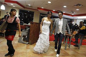 Marisela Matienzo jest wielką fanką fast-foodów. Ciekawe, bo wcale po niej nie widać. Piękna fanka hamburgerów postanowiła wziąć ślub w jednej z restauracji McDonald's. Miłość nie wybiera.