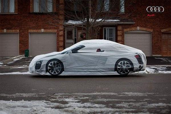 pokrowiec na samochód z wizerunkiem Audi R8 Spyder