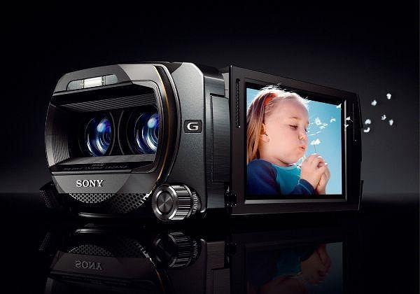 Na zdjęciu kamera Handycam 3D