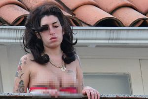 Podczas tournee Amy Winehouse sie nie oszczędza. Paparazzi dopadli ją na balkonie hotelu w Rio.