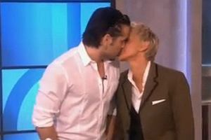 Colin Farrell całuje Ellen DeGeneres