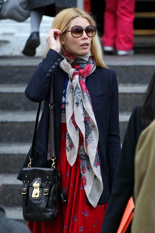 Claudia Schiffer w klimacie folk