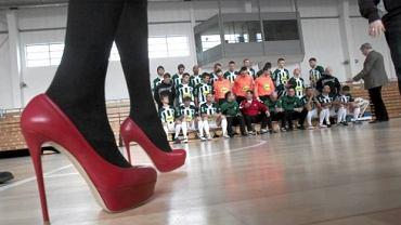 Sesja zdjęciowa piłkarzy Warty Poznań z udziałem prezes Izabelli Łukomskiej-Pyżalskiej