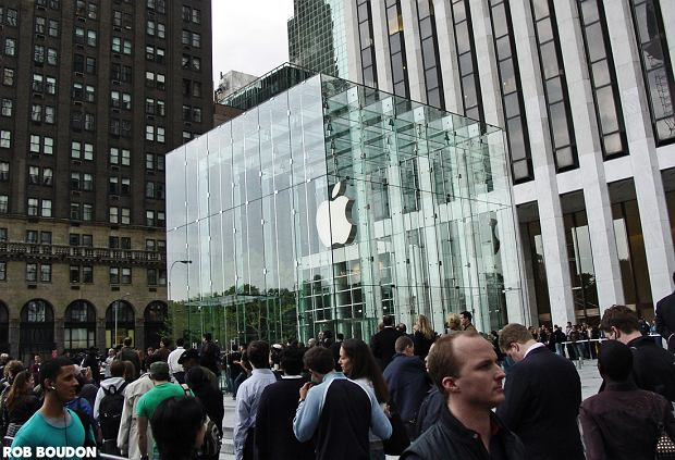 Nowojorski Apple Store na Piątej Alei.