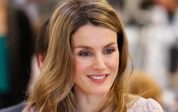 Hiszpańska księżniczka Letizia jest po prostu olśniewająco piękna. Letizia odwiedziła ostatnio główną siedzibę firmy ''Mango'' w Barcelonie. Zobaczyła tam wszystko od kuchni. Letizia budziła ogromne zainteresowanie pracowników. Nie odstępował jej na krok właściciel firmy Isac Andic.