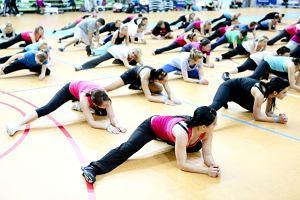 Niedawno odbyły się warsztaty fitness organizowane przez Fitness Reebok University Poland. Edyta Herbuś, Anna Kapera i Edyta Śliwińska pokazywały jak dbać o figurę a także o kształtną pupę. Panie prężyły się i wyginały. Niektóre pozy uchwycone przez fotoreporterów są bardzo zabawne.