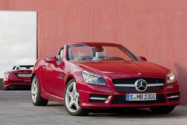 Nowy Mercedes SLK - naszpikowany elektroniką, jest dostępny w trzech wersjach silnikowych
