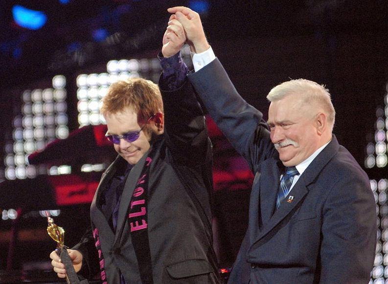 Elton John z Lechem Wałęsą na festiwalu w Sopocie (2006 rok)