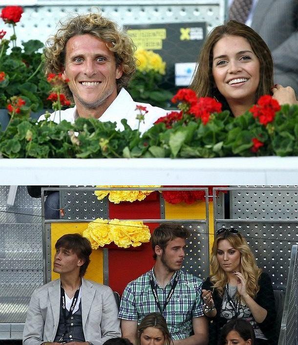 GÓRA: Diego Forlan i Zaira Nara DÓŁ: Sergio Canales, David de Gea i jego dziewczyna