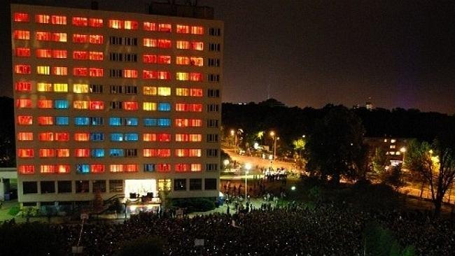 P.I.W.O. Tour - kolorowe budynki w różnych miastach
