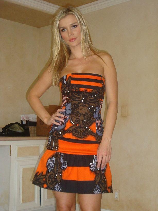 Joanna Krupa w Top Model II, sukienka Prada spring summer 2011 1,960$, szpilki cieliste Prada 990$
