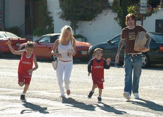 Pamela Anderson z dwoma synami i ex mężem - Tommym Lee w Malibu