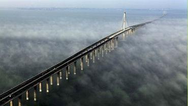 Most na cieśniną Jiaozhou w Chinach