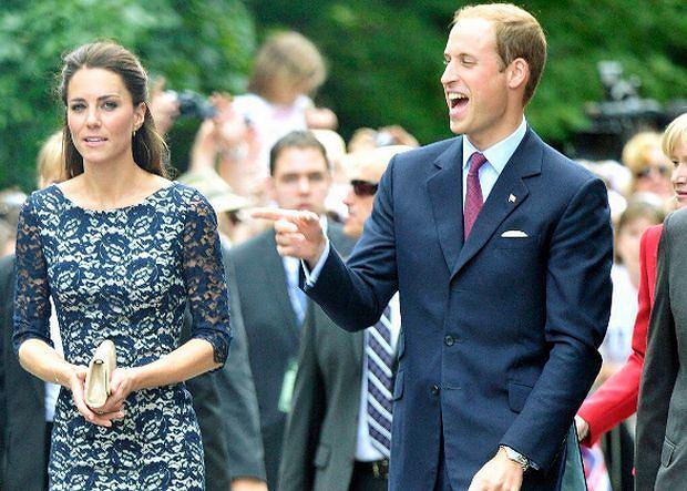 Rozpoczęła się pierwsza oficjalna podróż zagraniczna książęcej pary. Plan ich pobytu w Kanadzie przedstawiliśmy wczoraj, dziś mamy dla Was zdjęcia z pierwszego dnia wizyty. Kate podbiła serca Kanadyjczyków, gdy tylko zeszła z pokładu samolotu. Nie możemy powiedzieć, że się tego nie spodziewaliśmy. A poza tym - było dużo śmiechu.