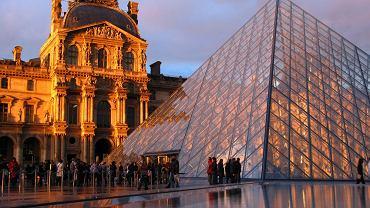 Paryski Luwr - jedno z najstarszych i największych muzeów na świecie zwiedza rocznie 8,500,000 osób.