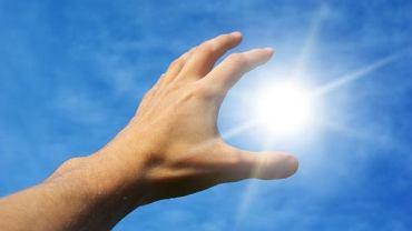 Słoneczna witamina D może przedłużyć życie osobom starszym