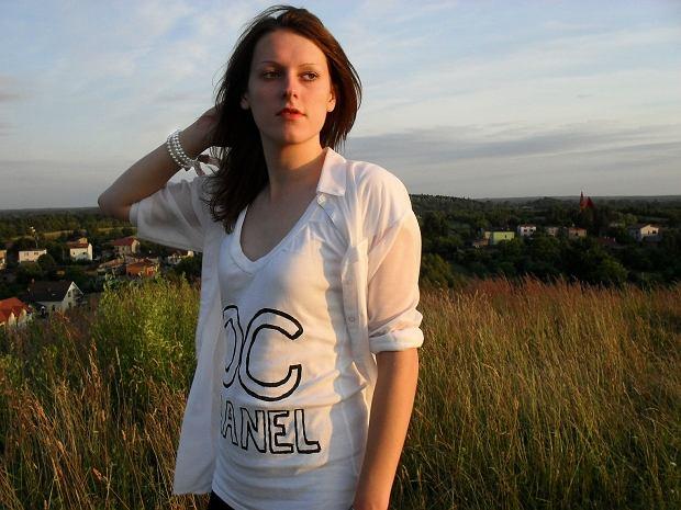 koszula - H&M, t-shirt - DIY, legginsy - Vila, trampki - czasnabuty.pl, bransoletki - prezent, Forever 21