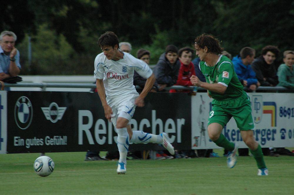 Aleksandar Tonew (biały strój) kontra Argentyńczyk Cristian Ansaldi