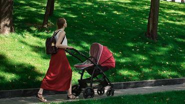 Polski ład program. Rodzicom przysługuje 12 tys. na dziecko. Jest jeden warunek
