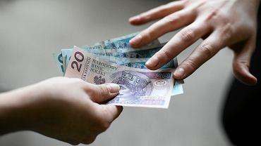 Bezwarunkowy Dochód Podstawowy dzieli Polaków.