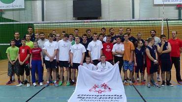 Trening zawodników Olimpiad Specjalnych z siatkarzami Politechniki