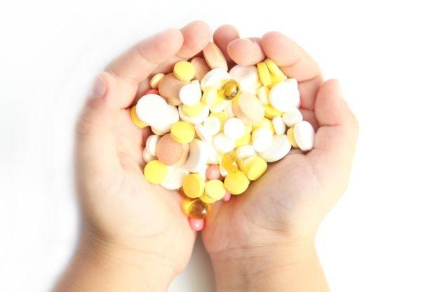 Wyglądają jak cukierki, smakują jak cukierki, przyciągają uwagę. Nawet cukierków nie wolno jeść bez umiaru, ale suplementy to zdecydowanie więcej potencjalnych zagrożeń