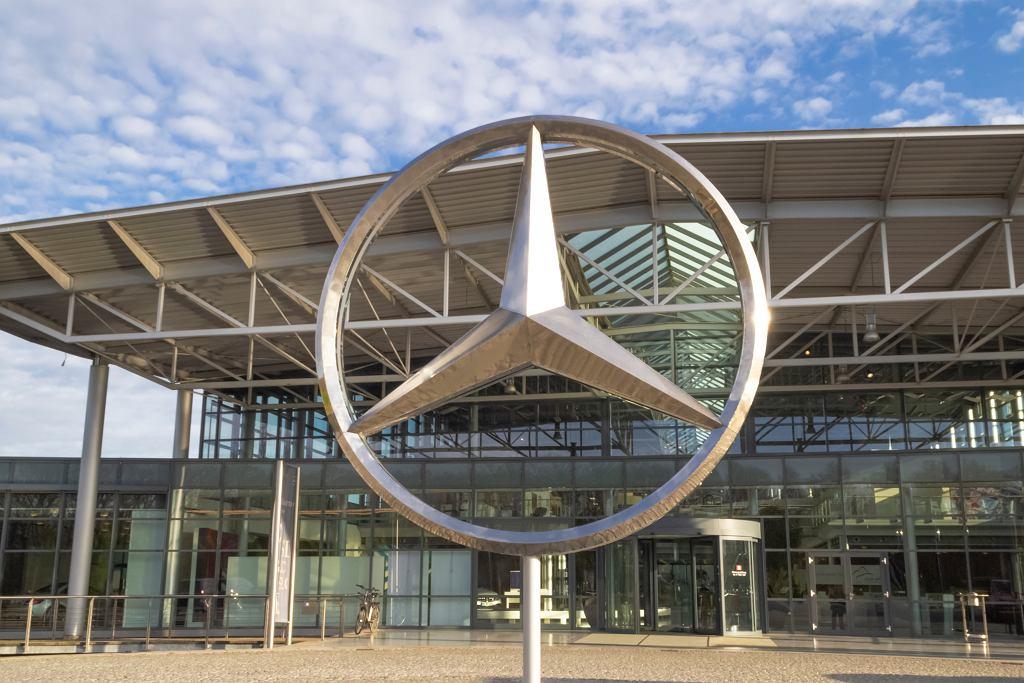 Mercedes. Wejście do fabryki w Bremie.