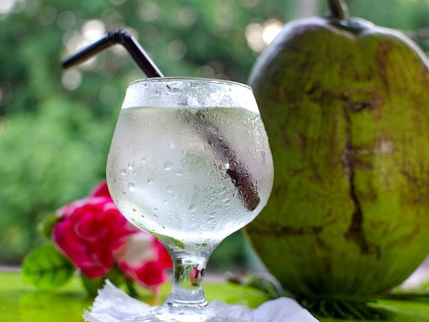 Woda kokosowa - czy warto ją pić?