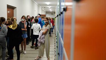 Uczniowie z Warszawy jeszcze w sierpniu będą szczepieni w szkołach. Jako pierwsi w Polsce