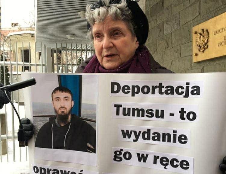 Protest ws. Tumso Abdurachmanowa przed polską ambasadą w Moskwie