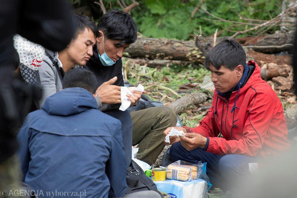 19.08.2021, uchodźcy w Usnarzu Górnym na granicy polsko-białoruskiej