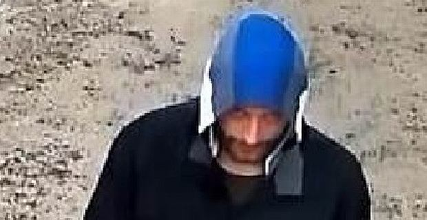 Napadał na sklepy w Cieszynie, policja nadal nie wie, kim jest