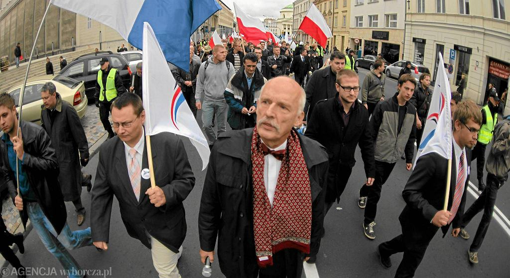 Janusz Korwin-Mikke na marszu wyrzuconych z Marszu Niepodległości w 2012 roku