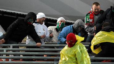 Bójka kibiców Legii i Jagiellonii w sektorze goście na stadionie przy Łazienkowskiej