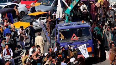 Afganistan. Talibowie powiesili zwłoki czterech mężczyzn oskarżonych o porwanie