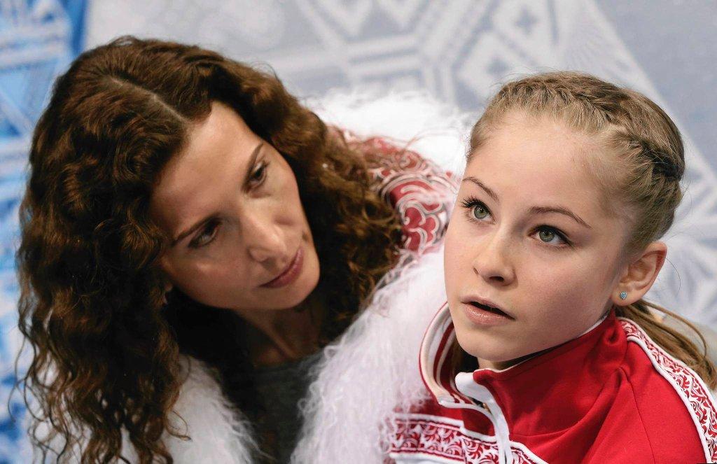 Julia Lipnicka z Rosji z trenerką Eteri Tutberidze