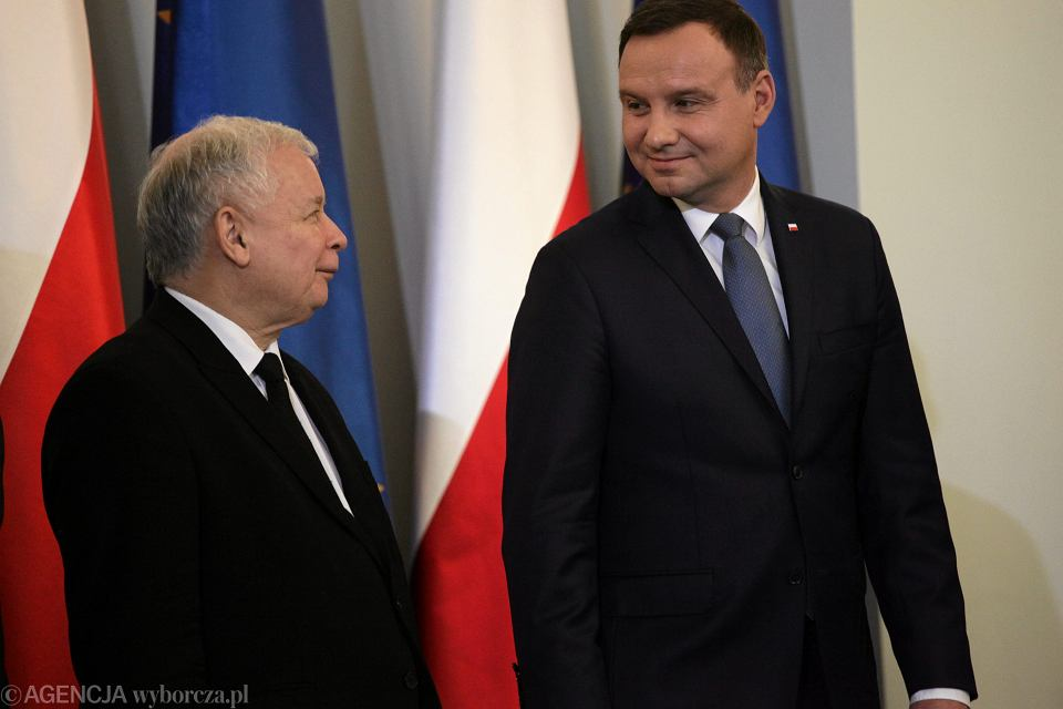 Prezydent RP Andrzej Duda i prezes partii rządzącej Jarosław Kaczyński podczas uroczystego desygnowania Beaty Szydło na premiera rządu PiS. Warszawa 13 listopada 2015