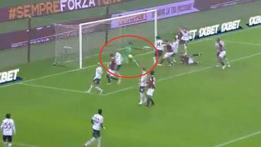 Angelo da Costa (bramkarz Bologna FC) strzelający gola samobójczego w spotkaniu z Torino FC (Serie A). Źródło: Twitter