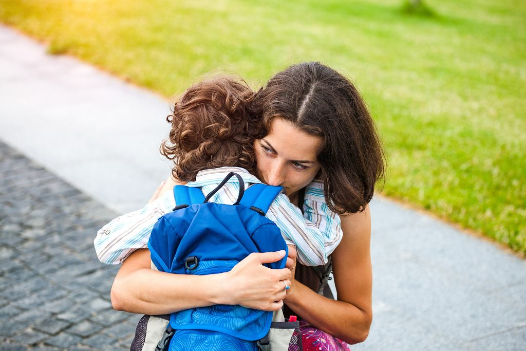 Fobia szkolna zdecydowanie częściej dotyka chłopców. Jak pomóc dziecku sobie z nią radzić?