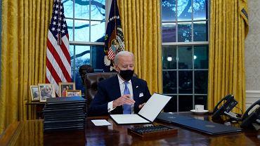 Joe Biden w Gabinecie Owalnym