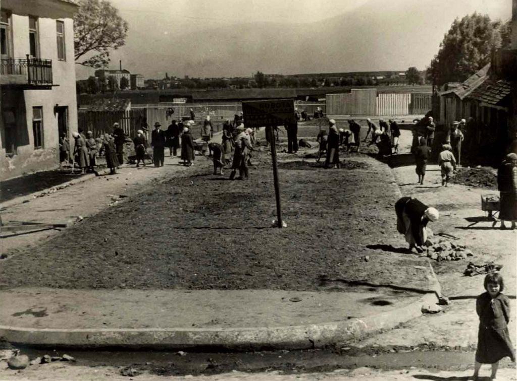 Porządkowanie placu Krawieckiego, ok. 1940 r. fot. NN
