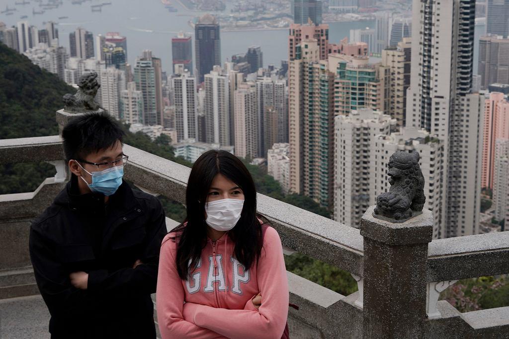 Hong Kong - osoby w maskach medycznych