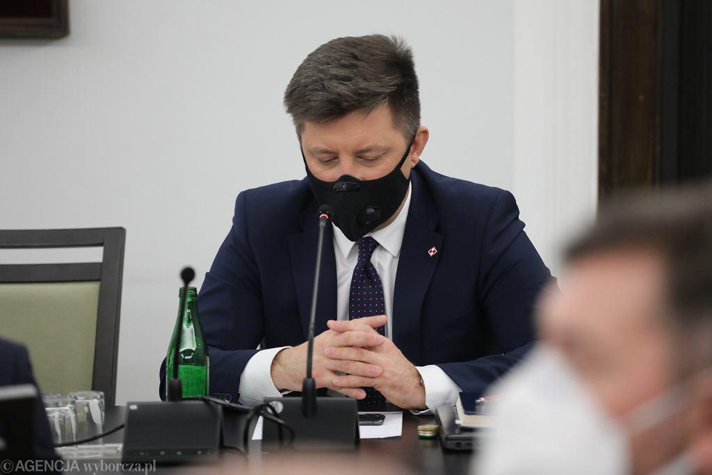 Szef KPRM: Nie będzie szczepień władzy poza kolejnością. Różnica zdań Kwaśniewskiego i Komorowskiego