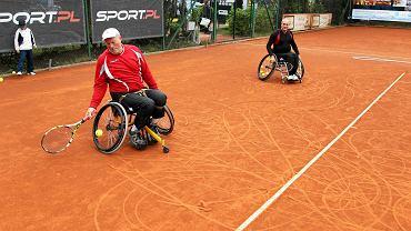 Czwórka śmiałków trenuje w Szczecinie tenis na wózkach